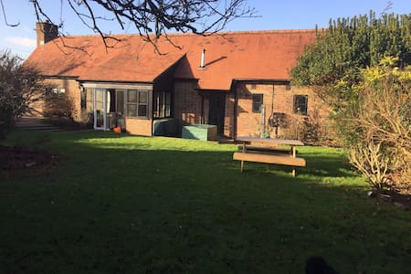 Church Farm Courtyard - Lower Beeding