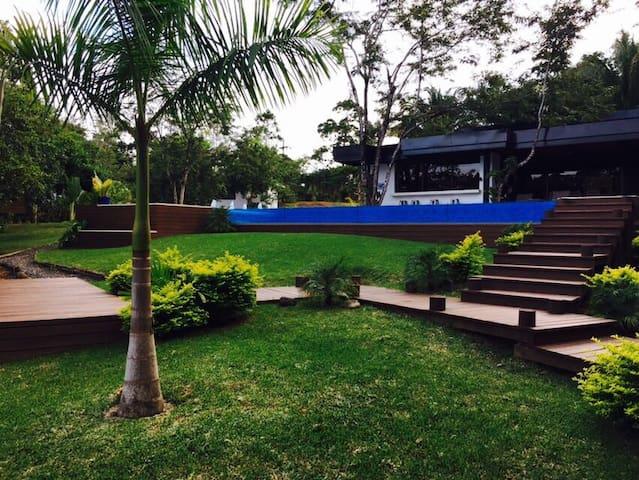 Amazing House in Rio Dulce - Rio Dulce - Hus