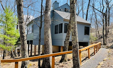 Cozy Treeloft Cabin *October Weekdays in Fall $167
