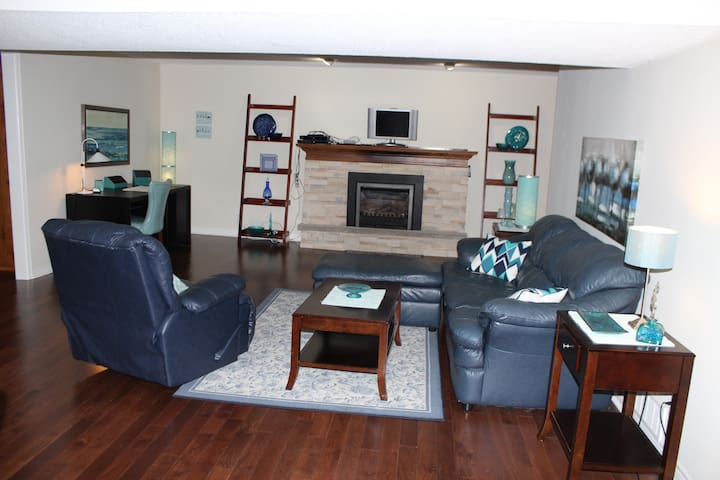 Entire 1100 sq ft 1 bdrm basement apt - Burlington
