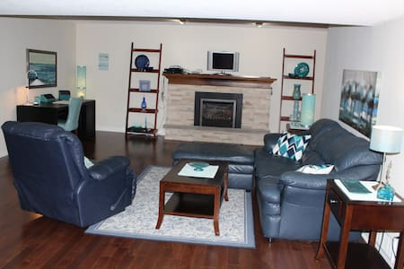 Entire 1100 sq ft 1 bdrm basement apt - Burlington - Apartment