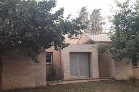 Hermosa propiedad en barrio residencial - Còrdova - Casa