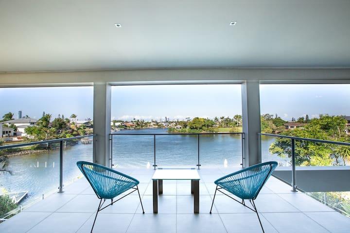 Gold Coast Luxury Waterfront House