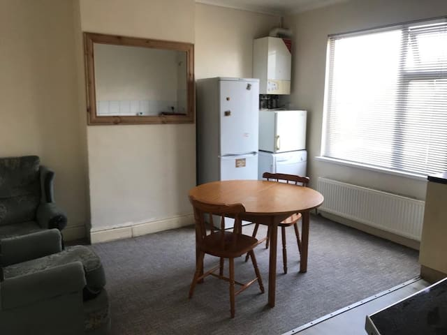 1 BEDROOM FLAT AVAILABLE NOW