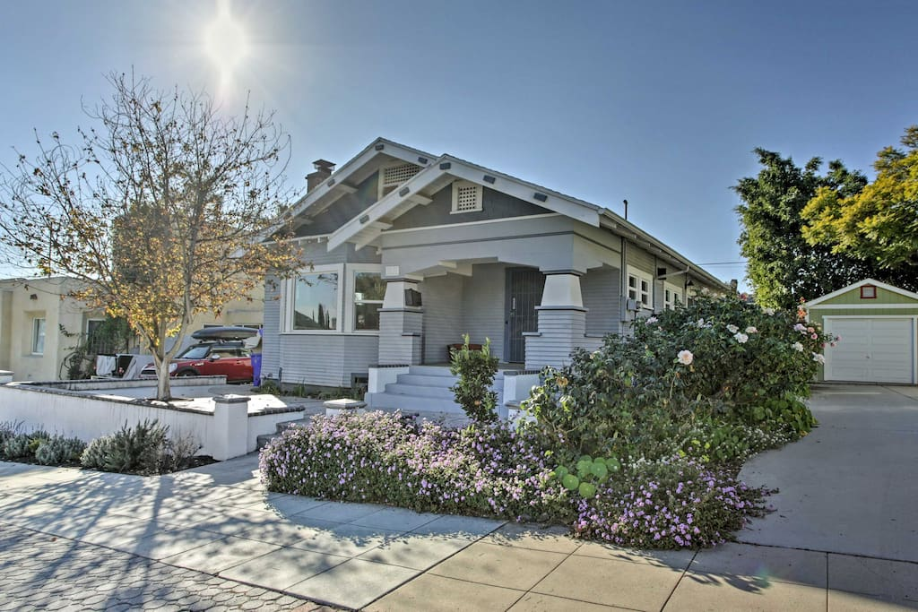 This home is located near several great restaurants and the San Diego Zoo!