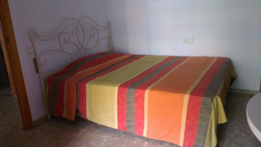 Great room with balcony very near of downtown - València - Pis