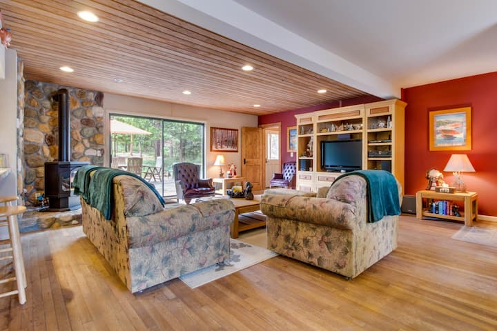 Spacious retreat, right across the street from Lake Tahoe!