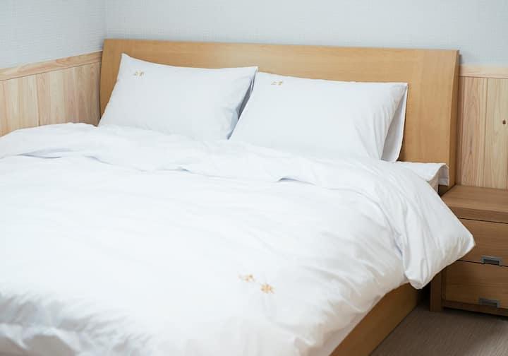 경주소풍1 - 첨성대, 동궁과 월지, 월정교,  2인실, 개별욕실, 넓은 주차장