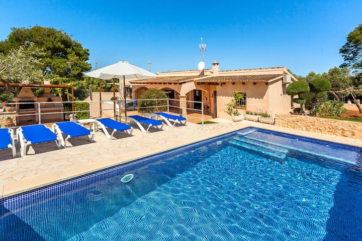 Family-friendly villa with garden and pool – Villa Sa Caseta