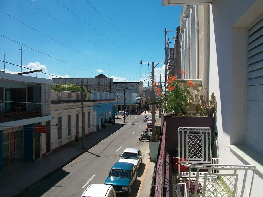 Balcony with scenery to city centre,60 mts of  boulevard and prado promenade and 4 block to Marti square, the main cultural centre of Cienfuegos