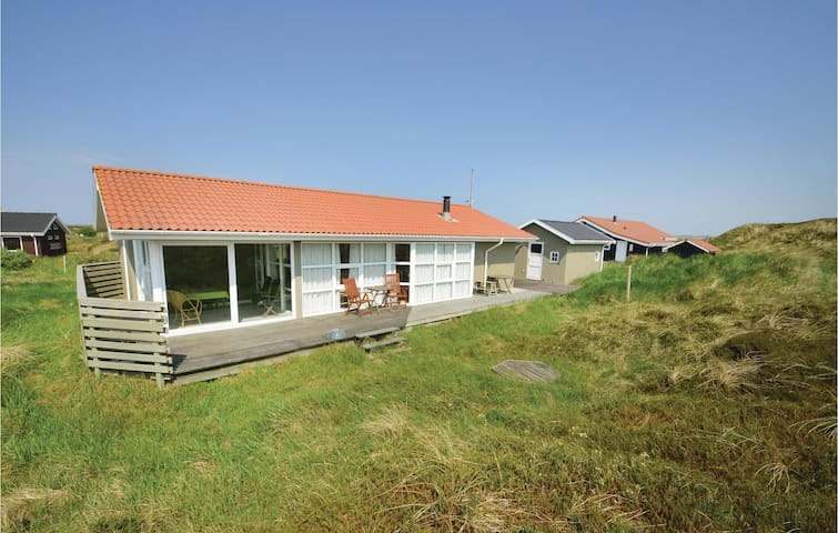 Holiday cottage with 3 bedrooms on 102m² in Frøstrup