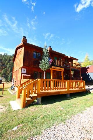 Sawmill #1 - Duplex in Town, Large Private Deck, Washer/Dryer - Red River - Casa