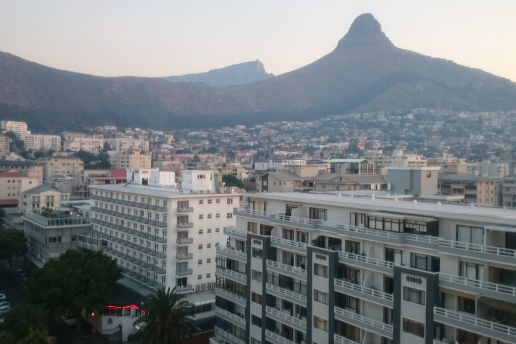 Views of signal hill and Table Mountain