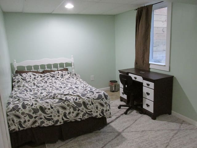 Private, quiet room near UMD, NASA Goddard, & NOAA - Berwyn Heights - House