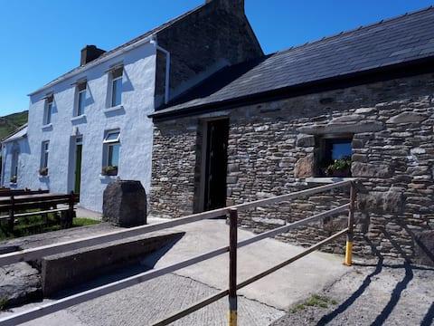 Old Style Irish Farmhouse R1 Kingsize bed Ensuite