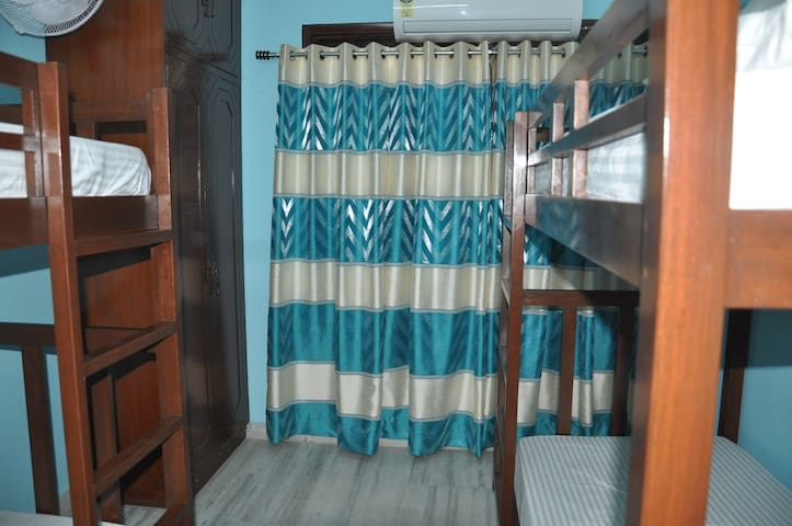 We At Home, Bunk Bed Dorm for 4 :) - New Delhi - Bed & Breakfast