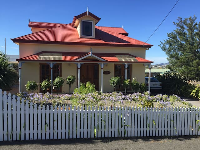 Rosies Cottage - Quayside Cottages Hobart - Lindisfarne - House