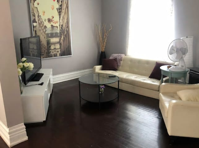 Byward Market - 1BR with private patio.