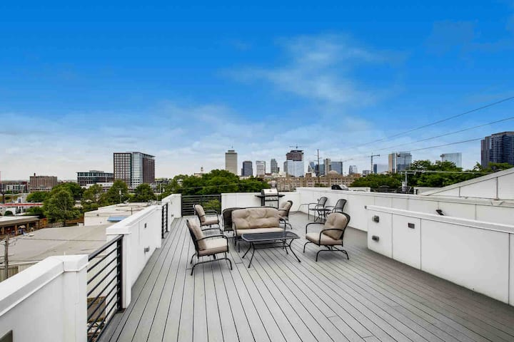 2- Downtown Home with VIEWS -- 6 beds
