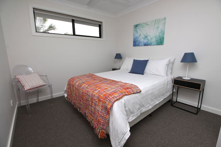Bedroom 3 'Skyview' - 'Very comfy beds, fluffy towels and beautiful hot showers.' - Guest review
