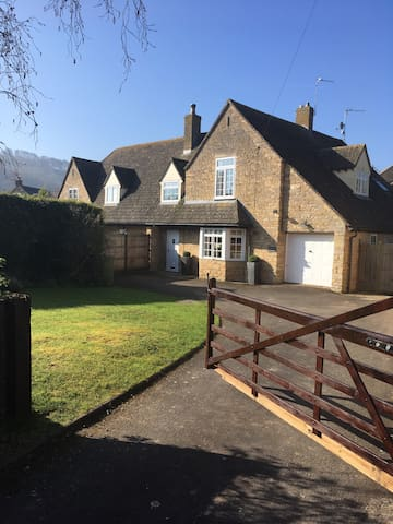 Lovely home in Cotswold hamlet sleeps 5 - Teddington - Casa