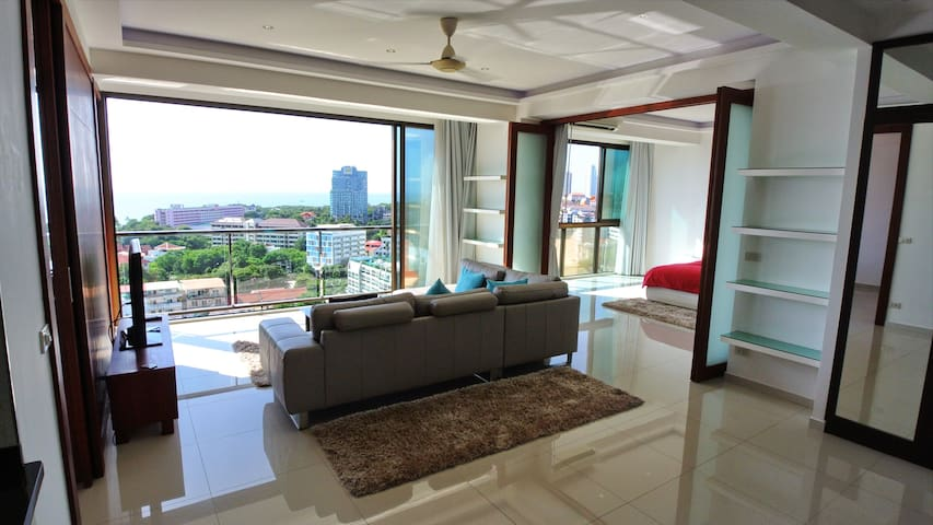 Seaview 2 br luxury  90m2 Condo Apartment Pattaya