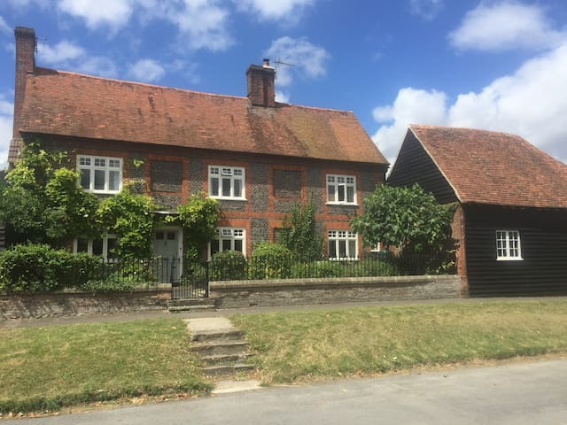 Beautiful, Newly Renovated Traditional Farmhouse - Harwell - Ev