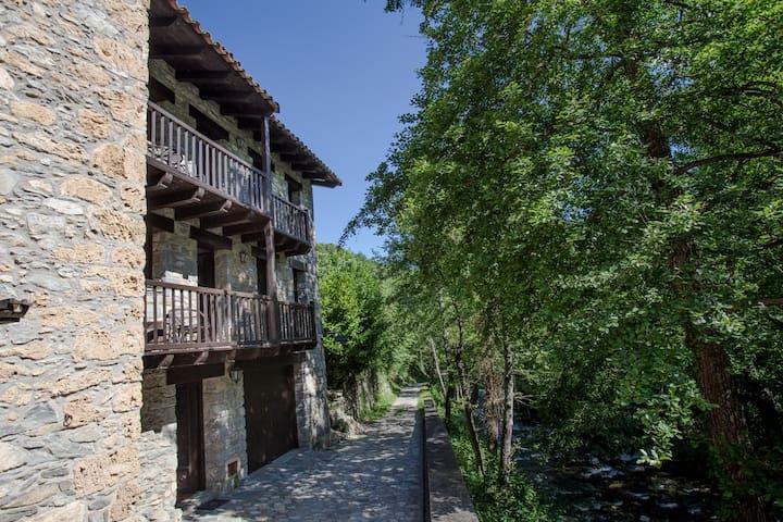 Can Criach 1, Beget (Pirineu català)