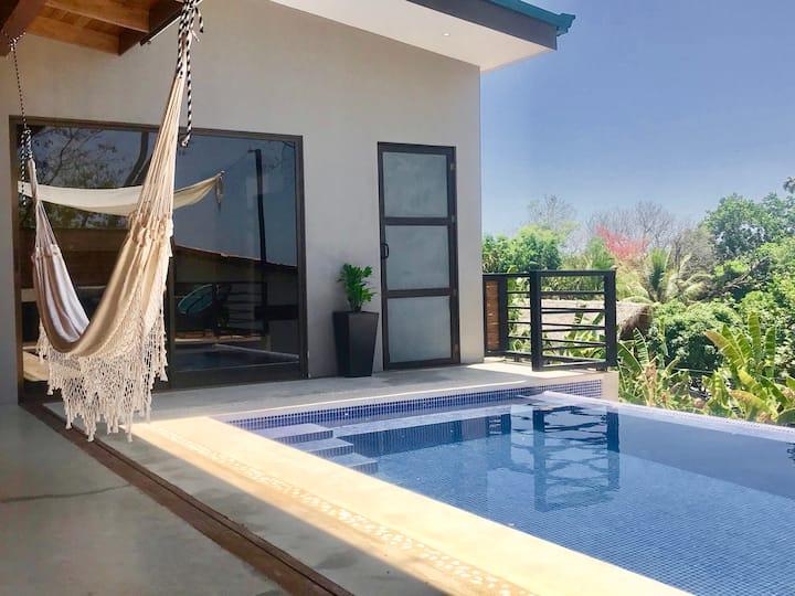 Villa Viktoria2- Modern 2bd+Pool 4 min beach walk.