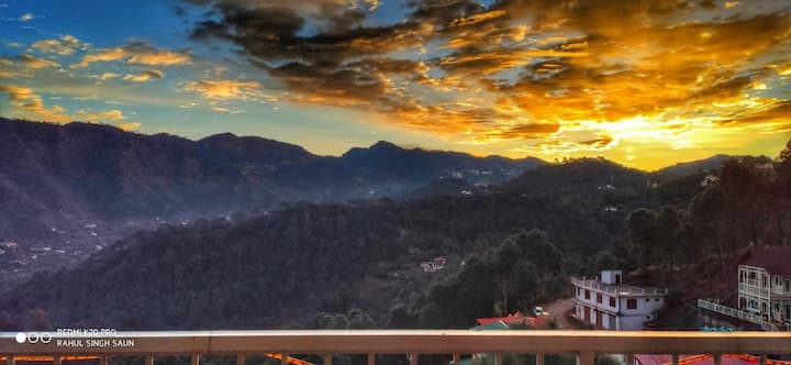 Green Valley/ kasauli/ pent house /3 Rooms | view