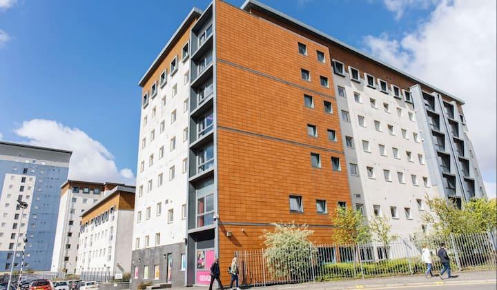 Student Only Property: Lovely Premium Range 1 En-suite