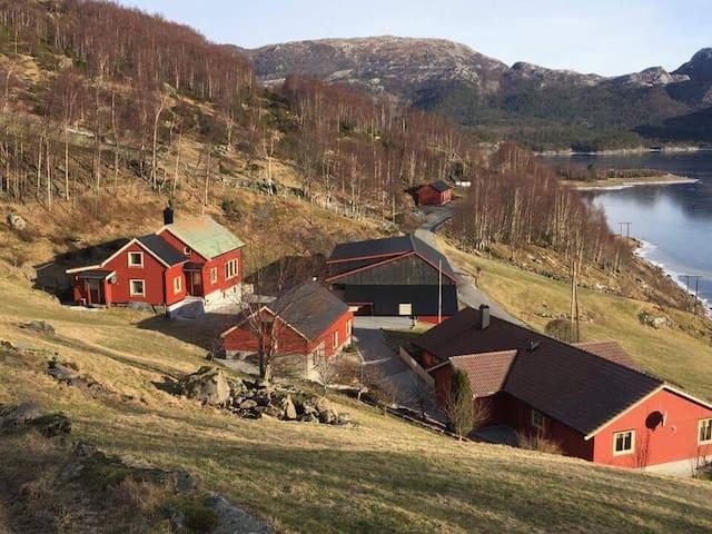 Hus leigast ut til landskyttarstemnet - Kvammen - House