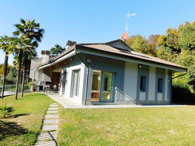 villa a pochi minuti dal centro immersa nel verde - Turín - Casa