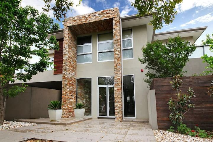 Quiet apartment with 2  bedrooms, openplan living - Malvern East - Flat