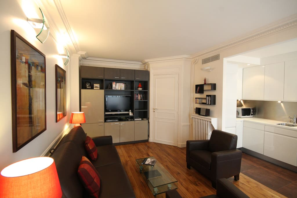 Spacious living and dining area, Italian leather furniture