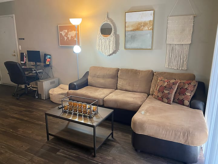 Queen-sized Bed Mins from Strip + Downtown Vegas