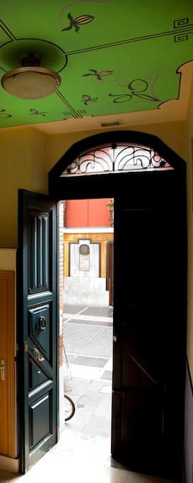 Portal de acceso, restauracion manteniendo los elementos originales del edificio historico