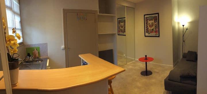 Studio indépendant meublé central