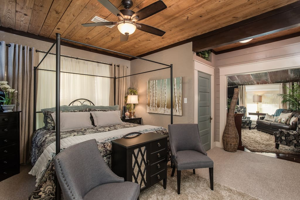 Bow-wood Suite - private entrance, king bed, tv, and fireplace: plus, separate sitting area