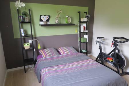 Chambre SDB WC privé dans maison 25 min de Vannes - Moréac - Haus