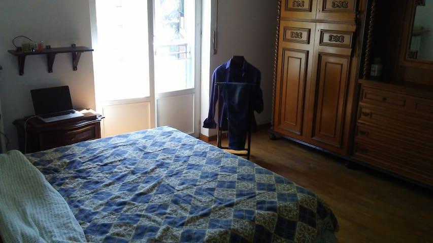 Bedroom big size bed