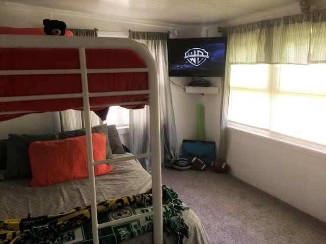 Bedroom #2 Bunk Bed- twin/full