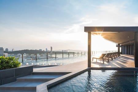 Pool sky panorama sea view. - เมืองพัทยา - Apartment