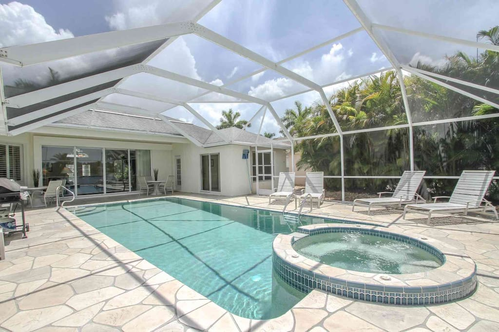Meticulously manicured property offers large heated pool & spa, gas BBQ grill, and plenty of outdoor dining & lounging space.