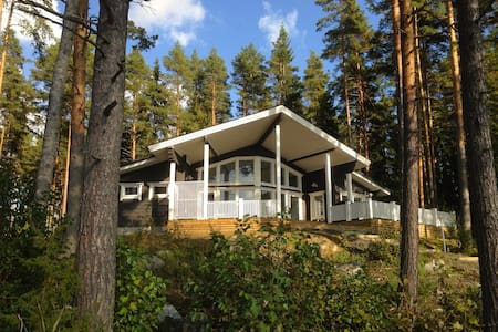 Quality log villa by the lake side! - Hämeenlinna