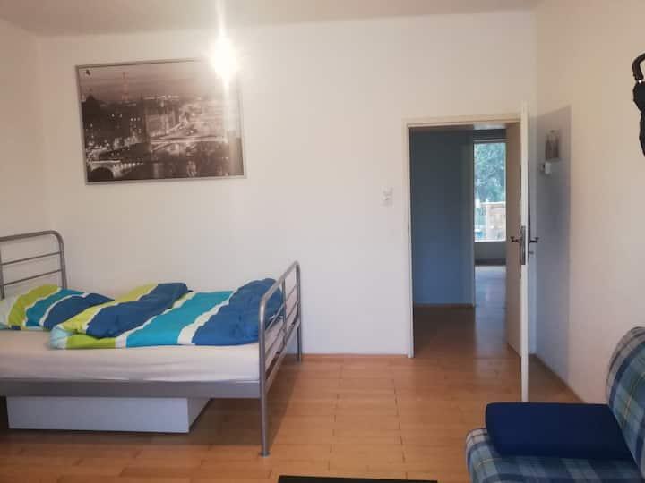Big Room for u, central