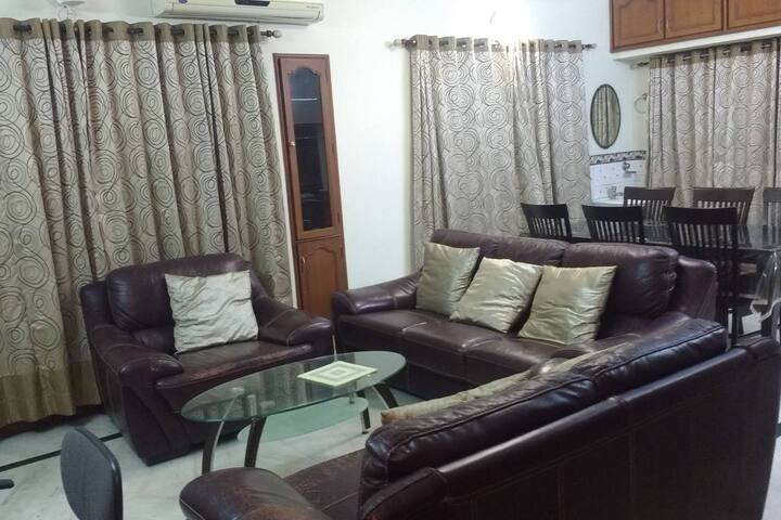 Tranquil room in a guest house opp. to R.K Beach