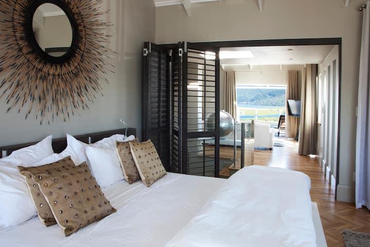 Thesen Island Luxury Penthouse