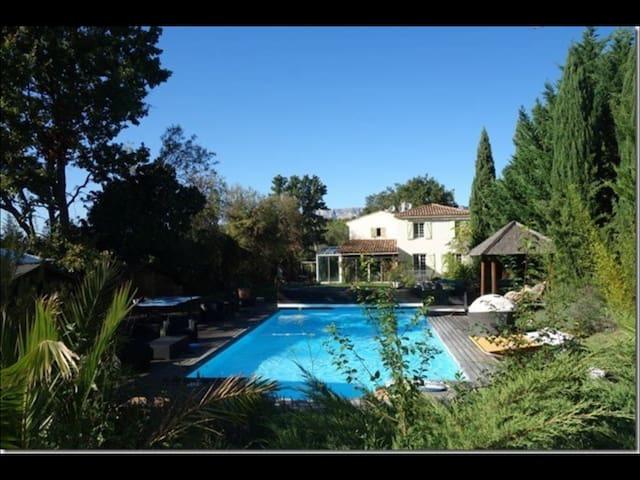 Deux Chambres dans villa piscine - Peynier - House