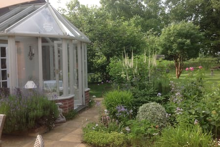 Garden annexe in great location - Tunstall